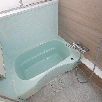 浴室も広めでゆったり入れます。