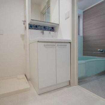 洗面台にはお洒落なタイル付き!