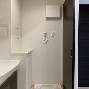 壁際に洗剤を並べてもいいな。(※写真は10階の反転間取り別部屋のものです)