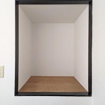 【ロフト】高さ約1m奥行きも約1mの収納スペース。