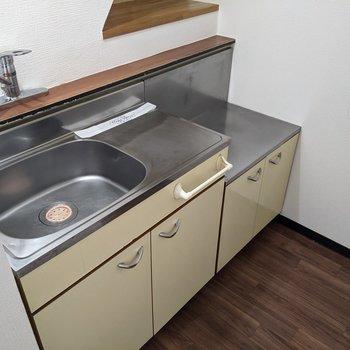 シンプルで使いやすそうなキッチン。