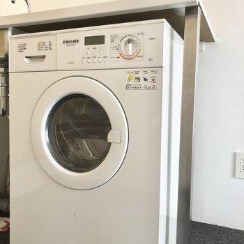 超コンパクト洗濯機。※写真は別棟2階の同間取り別部屋のものです