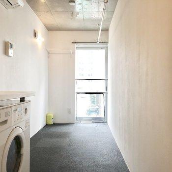 洗濯機が'映え'ていますね。※写真は別棟2階の同間取り別部屋のものです