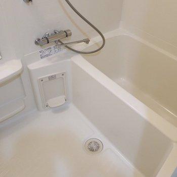 浴室も1人なら十分な広さ◎(※写真は11階の同間取り別部屋のものです)