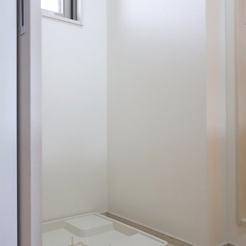 洗濯パンも脱衣所にあるので動線も◎(※写真は11階の同間取り別部屋のものです)