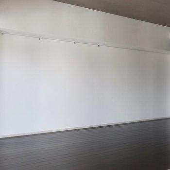 壁一面には何飾ろう?(※写真は11階の同間取り別部屋のものです)