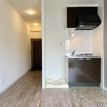 床をよく見るとキッチン付近だけ柄が違うの。かわいい。