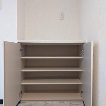 【LDK】食器やタオルなど収納できます。