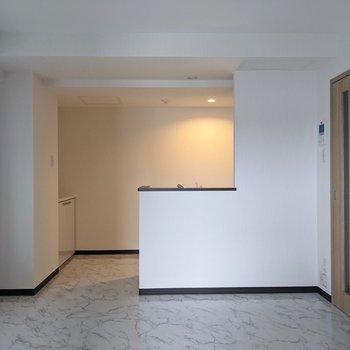 【LDK】キッチンは開放型です。