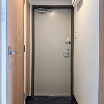 広く身支度がしやすい玄関スペースです。
