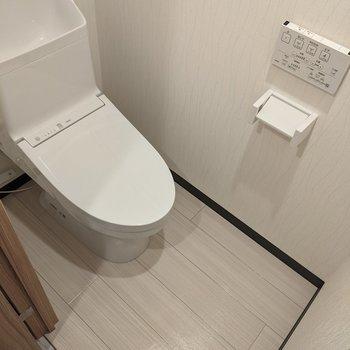 温水便座つきの便利なトイレです。