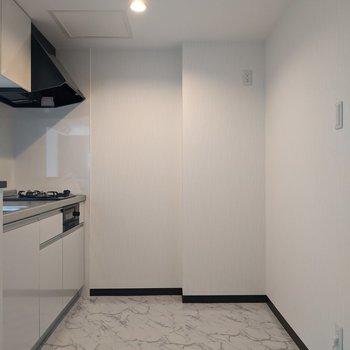 【LDK】家電、冷蔵庫など置くことができる十分な広さがあります。