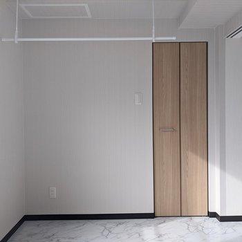 【洋室】寝室として使いやすいですね。