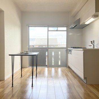 【LDK】お隣にLDK。※家具はサンプルです