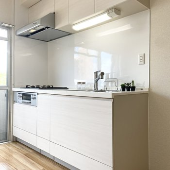 【LDK】キッチンも大きいです。