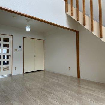 【洋室(間取り図6F)】広さがあり、家具を置いても余裕がありそうですよ。