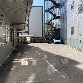 駐車場です。郵便局の隣にあります。