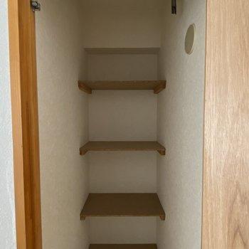 【洋室(間取り図7F)】こちらの収納には、生活消耗品などを収納するのが良さそう。