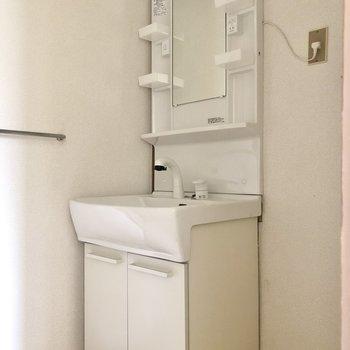 綺麗な独立洗面台。