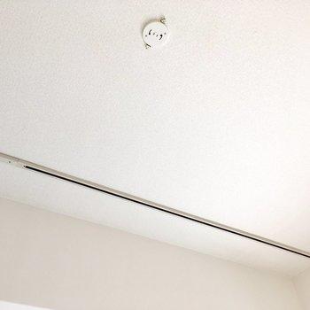 洋室にはライティングレールがありました。オシャレなお部屋にしたいなぁ!(※写真は8階の同間取り別部屋のものです)