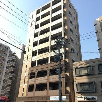 大通り沿いのマンション。建物前にはなにもないのが嬉しい!
