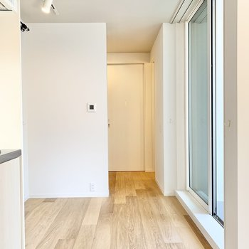 居室とサニタリーへ繋がるスペースです。 ※写真は前回募集時のものです