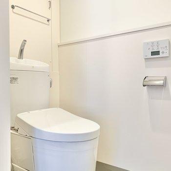 温水洗浄付きの個室トイレ。 ※写真は前回募集時のものです