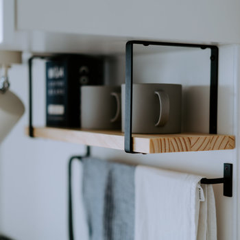 キッチン上部には棚とスポット照明もつきます(※写真は完成イメージです)