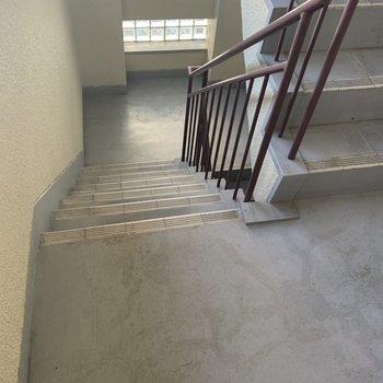 3階までは階段で!お引越しは折りたたみ家具が楽そうです◎