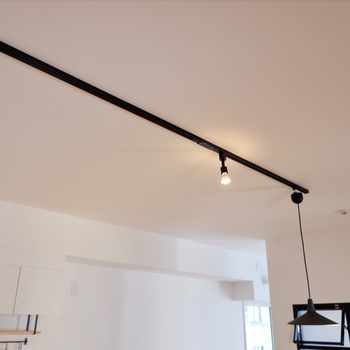 天井にはライティングレール。追加の照明選びも楽しみですね!(※写真は完成イメージです)