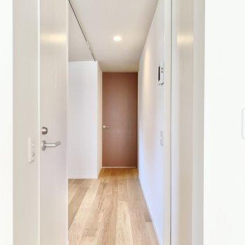 さて、廊下の向こうへ行ってみましょう。