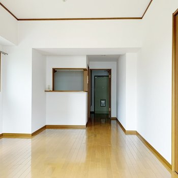 シンプルなお部屋なので、どんな家具も合いそうだな。(※写真は7階の同間取り別部屋のものです)
