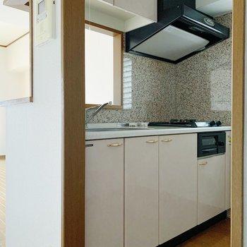キッチンがお部屋の顔◯お料理が楽しくなりそう。(※写真は7階の同間取り別部屋のものです)