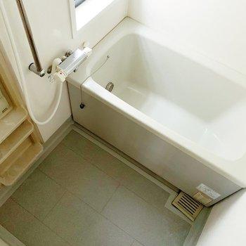 お風呂は追い焚き機能もついてますよ◯(※写真は7階の同間取り別部屋、清掃前のものです)
