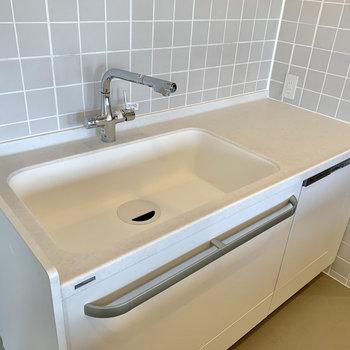 【キッチン】大きめのシンクで洗い物もしやすそうですね