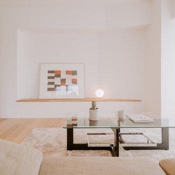 【LDK】ここにはおしゃれな絵画やお花を置くのもいいですね。 ※家具:モデルルーム仕様