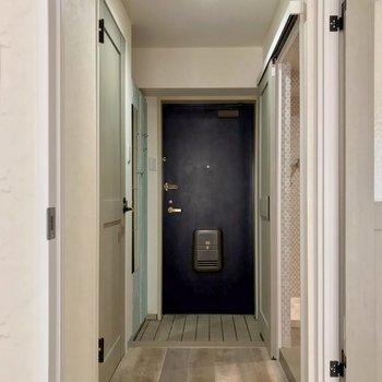 廊下側にはサニタリーの設備があります。