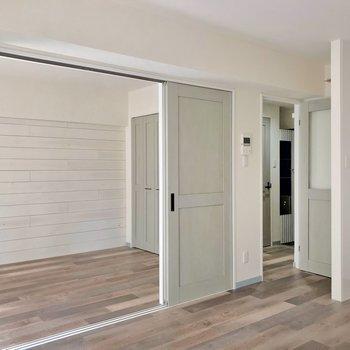 つづいて廊下を見てみます。