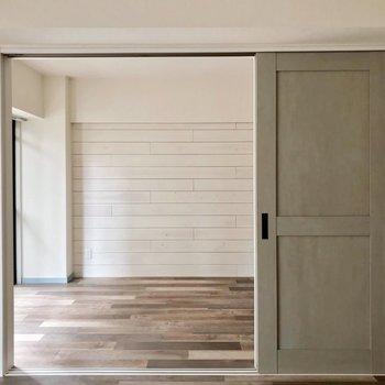 廊下だけでなくリビングからもアクセス可能。
