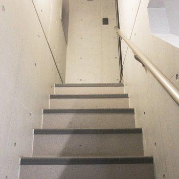 エレベーターがないため、階段を使いましょう。