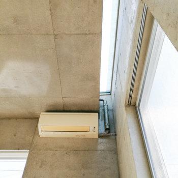 窓際にはトップライト。※写真は2階の同間取り別部屋のものです