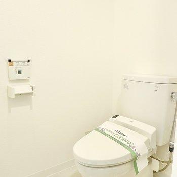 トイレは嬉しいウォシュレット付き◎(※写真は4階の同間取り別部屋のものです)