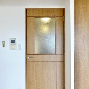 ドアの風合いがなんとなく可愛らしくて、愛着が湧いてきそう◎(※写真は4階の同間取り別部屋のものです)