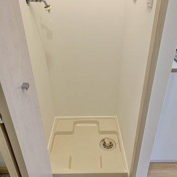 洗濯機置き場は扉で隠せますよ。