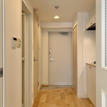 廊下周りを見ていきましょう。