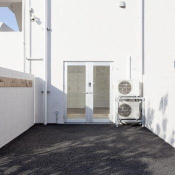 個室(ガレージ付きタイプ)※写真は別部屋のものです