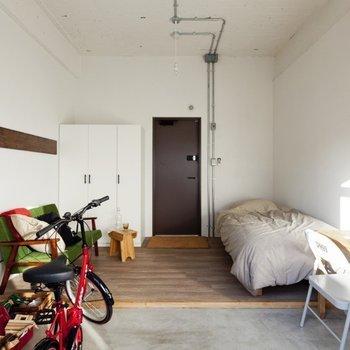 個室(ガレージ付きタイプ)※写真は別部屋のもの・家具は一部サンプルです