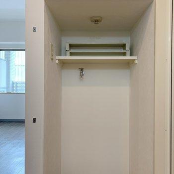 洗濯機置場はこちらに。(※写真は8階の同間取り別部屋のものです)