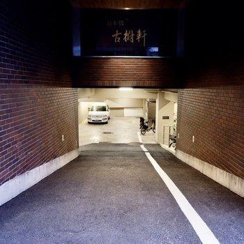 駐車場は地下にありました。