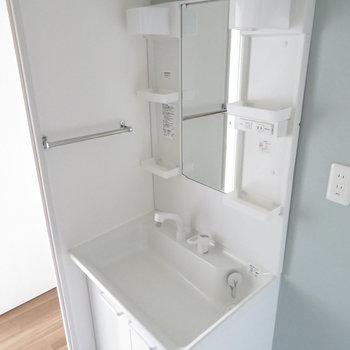 使い勝手のよさそうな独立洗面台
